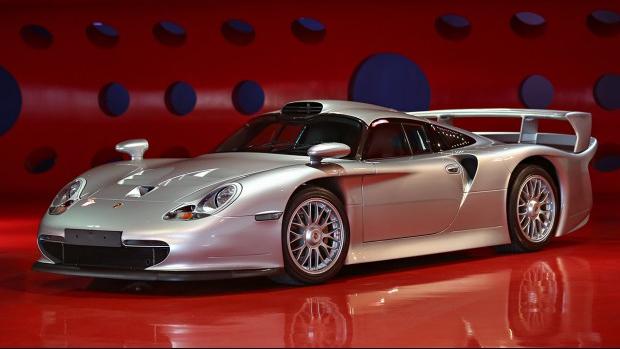 Silver 1998 Porsche 911 GT1 Strassenversion