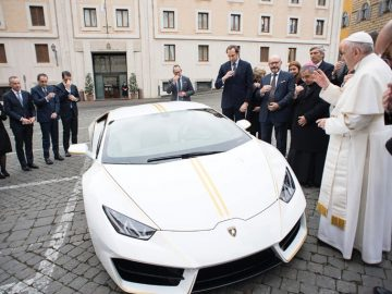 The Pope's 2018 Lamborghini Huracán