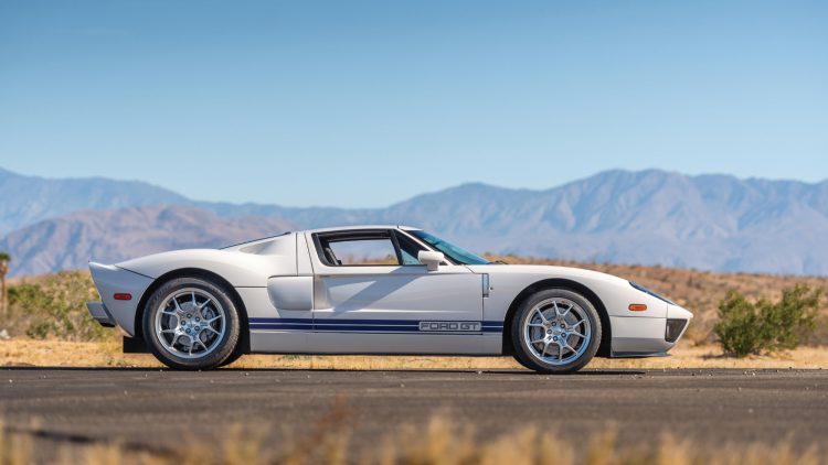 2005 Ford GT (White)