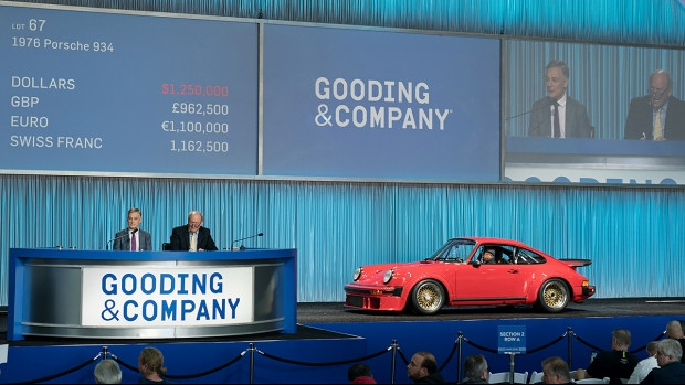 President David Gooding and Auctioneer Charlie Ross sell the 1976 Porsche 934 for $1,380,000