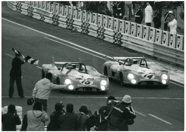 The two victorious Matras cross the finish line 1972 © Matra Automobile